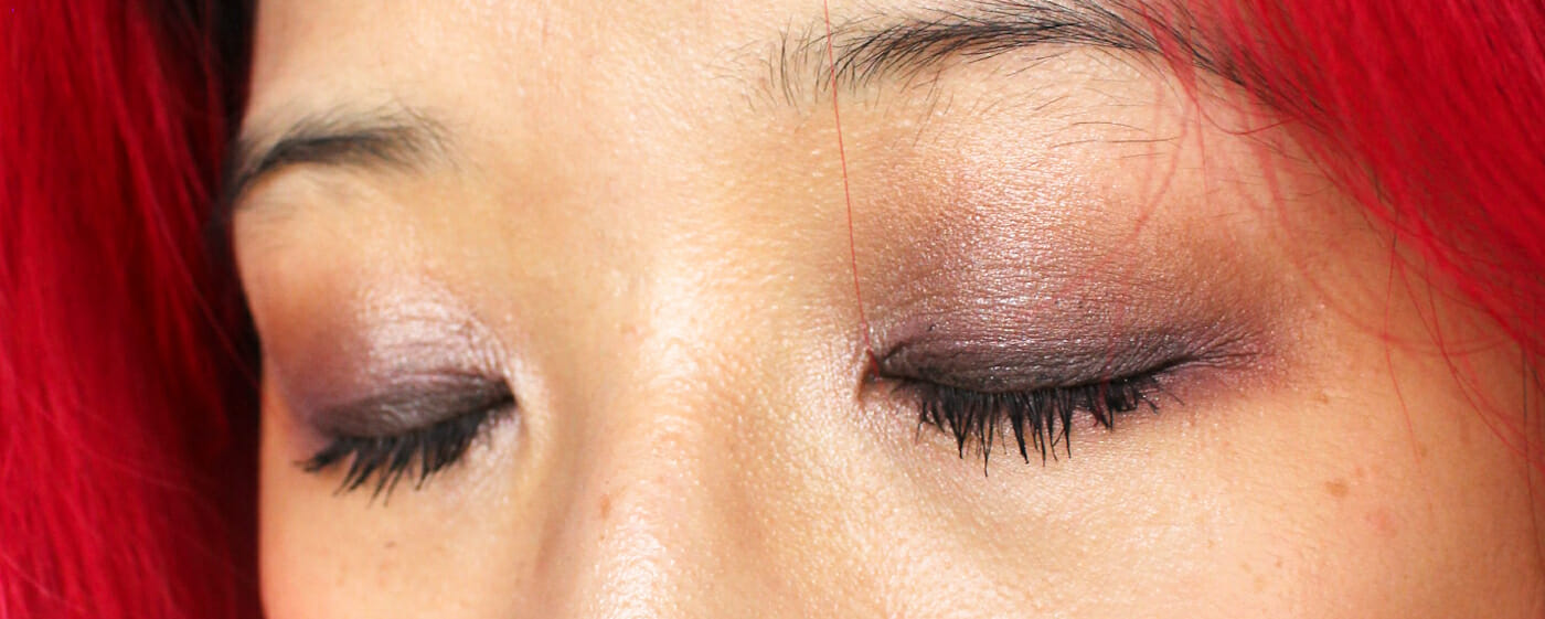 Close up of the eye colours. Because I can't live without eyeliner, I popped on some brown eyeliner on the top.