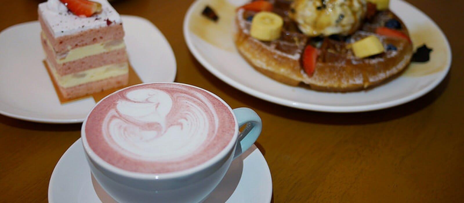 Fluffed Cafe & Dessert Bar, Taman Paramount